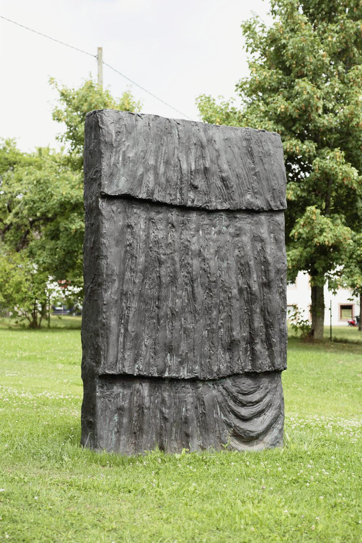 Günther Förg, Stele (Tunika), 2007, Bronzeguss, 280 x 180 x 50 cm.; 110 1/4 x 70 7/8 x 19 3/4 in.